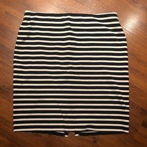 Old Navy Pencil skirt. Medium. Stretchy waist.